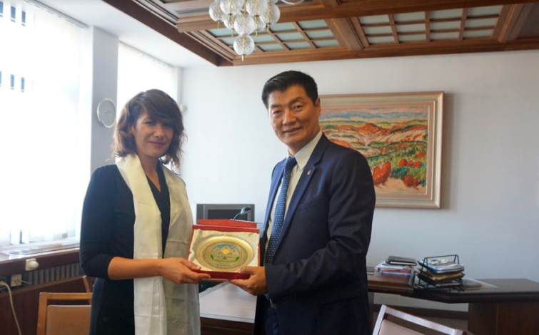 Ms Lucia Duris Nicholsonova of the Slovak Parliament with the President Lobsang Sangay of the Central Tibetan Administration. (Photo courtesy: tibet.net)