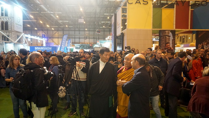 Dr Lobsang Sangay interacting with members of media at Expotural 2018, the Mountain and Sustainable Trade Fair at the IFEMA (International Trade Fair of Madrid), 1 November 2018. (Photo courtesy: Sikyong Office)