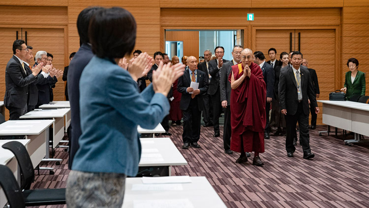 His Holiness the Dalai Lama arriving for a formal meeting with the All Party Japanese Parliamentary Group for Tibet at the Japanese parliamentary complex in Tokyo, Japan on November 20, 2018. (Photo courtesy: OHHDL/ Tenzin Choejor)