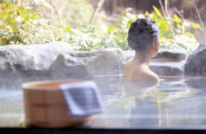 Tibetan medicinal bathing set for UNESCO listing on China's application