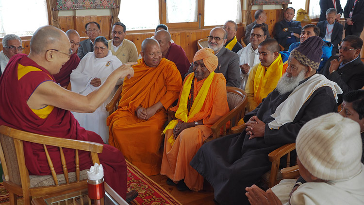 Interfaith Forum members call on Dalai Lama at Bodh Gaya
