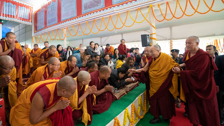 China orders back Tibetans on pilgrimage in India, Nepal within 3 days