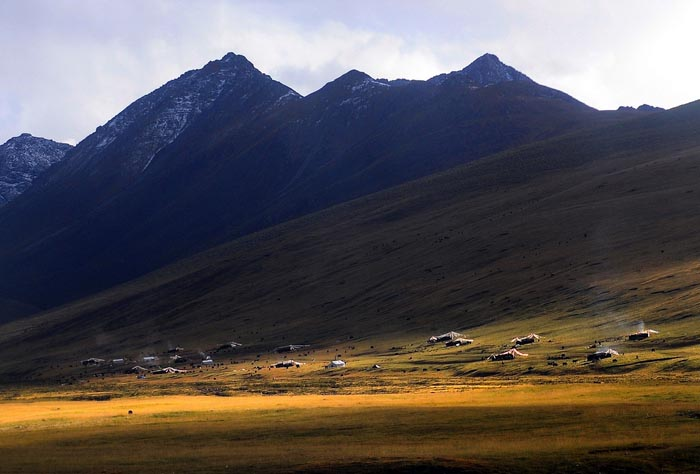 China to relocate Tibet's Tsonyi County nomads