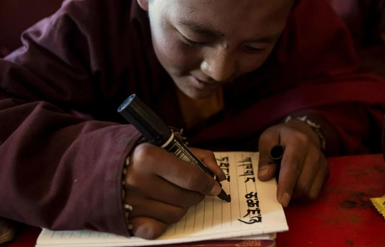 China criticized for banning Tibetan children from learning their own language