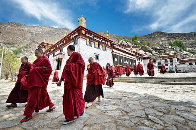 Campaign orders Tibetan monks to repay gratitude to China