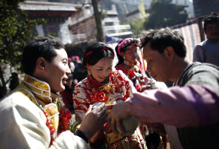China encourages, rewards Tibetan-Chinese marriages