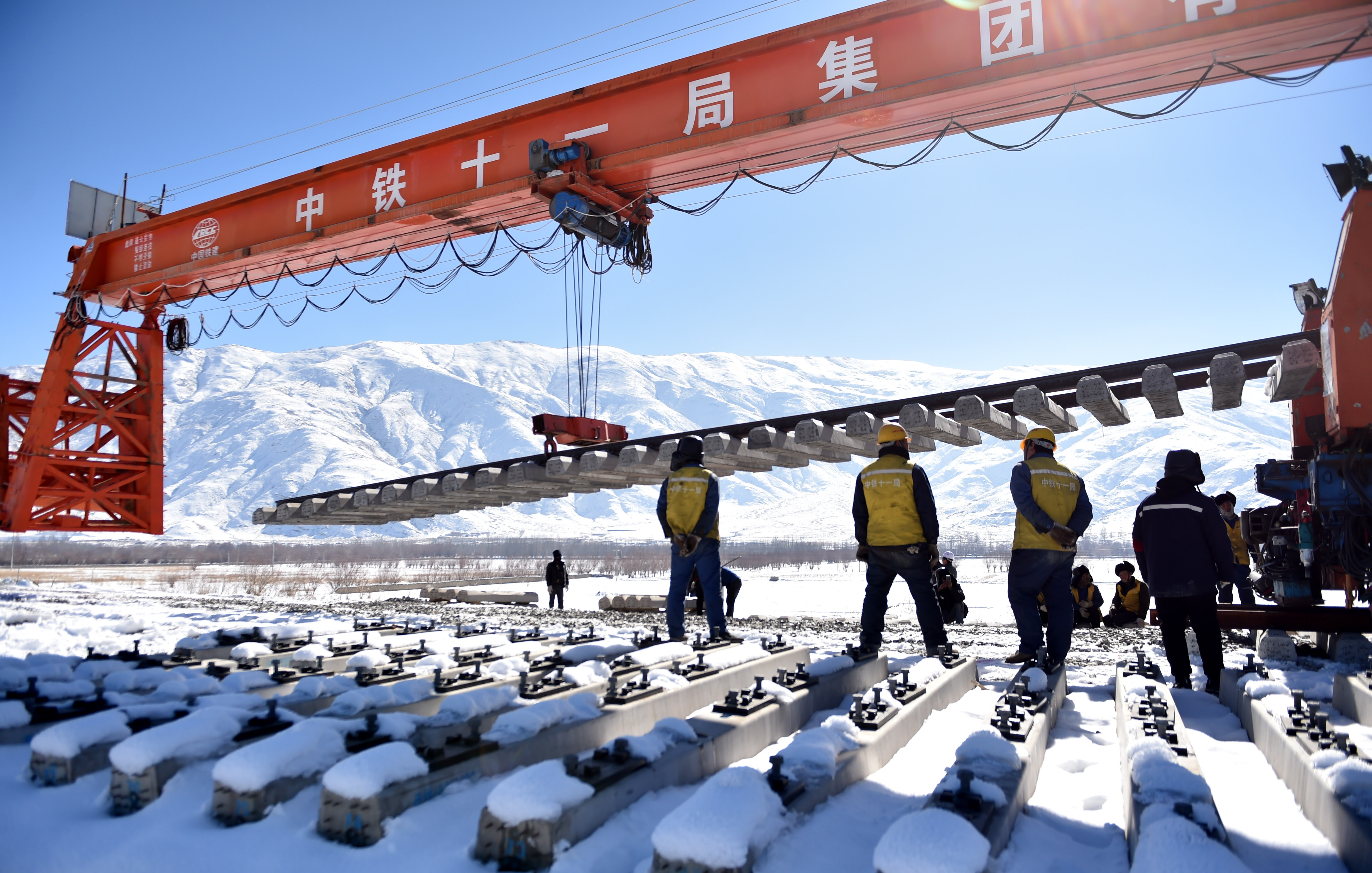 Key progress reported in building of Lhasa-Nyingchi Railway set for completion in 2021