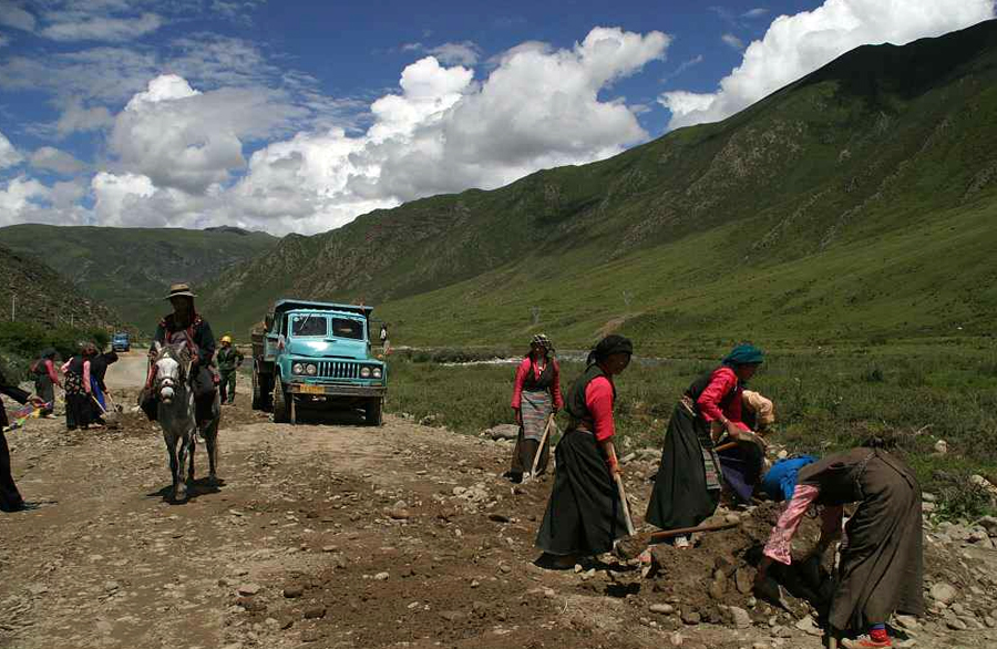 China to build 2000km of rural roads in 'Tibet' this year