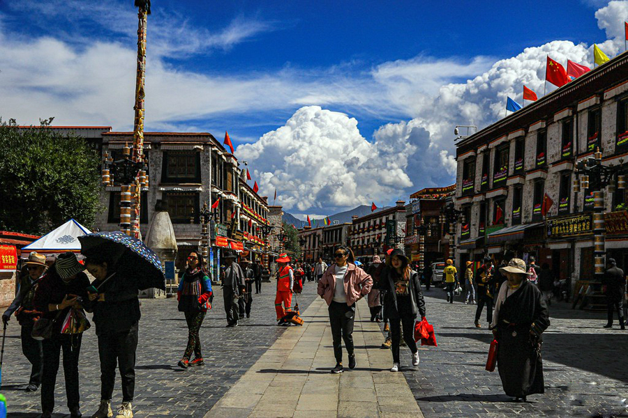 Over 1.14 million Chinese tourist in Tibet in first 4 days of China's national Day holiday